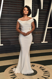 Kiersey Clemons was the picture of elegance in a curve-hugging white off-the-shoulder gown by Blumarine at the Vanity Fair Oscar party.