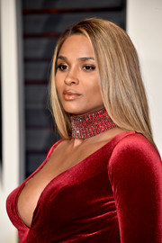 Ciara sported a loose, straight hairstyle at the Vanity Fair Oscar party.