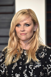 Reese Witherspoon was stylishly coiffed with beachy waves and side-swept bangs at the Vanity Fair Oscar party.