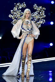 Underneath her robe, Karlie Kloss wore white lingerie with silver beading.