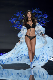Lily Aldridge paraded her fabulous figure in black lace lingerie at the 2017 Victoria's Secret fashion show.