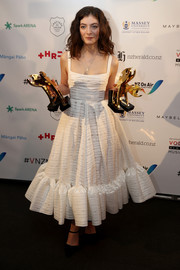 Lorde went ultra feminine in a tea-length white dress with a ruffle hem at the 2017 Vodafone New Zealand Music Awards.