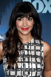 Hannah Simone looked oh-so-pretty with her long wavy hairstyle at the 2017 Winter TCA Tour Fox All-Star Party.