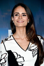Jordana Brewster kept it simple with this loose straight style at the 2017 Winter TCA Tour Fox All-Star Party.
