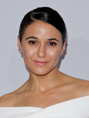 Emmanuelle Chriqui opted for a simple side-parted bun when she attended the 2017 Hulu TCA Winter Press Tour.