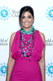 Rachel Roy's layered turquoise necklaces and fuchsia dress at the 2017 World of Children Hero Awards were a bold and chic combination!