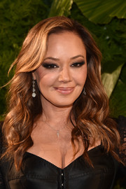 Leah Remini wore her tresses in a lovely cascade of waves at the 2018 A+E Upfront.