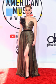 Amber Heard looked like an Old Hollywood star in this strapless bronze gown by Ralph & Russo Couture at the 2018 American Music Awards.