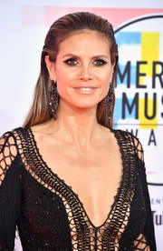 Heidi Klum kept it simple with this brushed-back 'do at the 2018 American Music Awards.