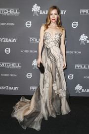 Leslie Mann enchanted in a floral-embroidered strapless gown by Pamella Roland at the 2018 Baby2Baby Gala.