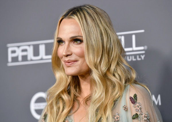 Molly Sims worked a boho-glam wavy 'do at the 2018 Baby2Baby Gala.