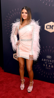 Maren Morris got frilled up in a pale pink Raisa & Vanessa cocktail dress with feather-festooned sleeves for the 2018 CMT Artists of the Year event.