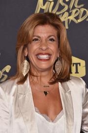 Hoda Kotb kept it classic with this mid-length bob at the 2018 CMT Music Awards.