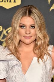 Lauren Alaina framed her face with high-volume waves for the 2018 CMT Music Awards.