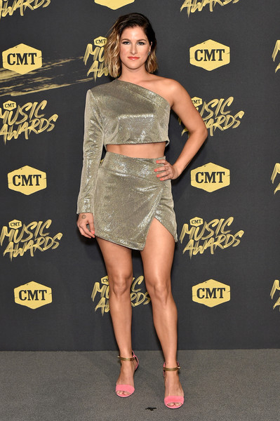 Cassadee Pope flashed her toned abs in a gold one-sleeve crop-top by Michelle Mason at the 2018 CMT Music Awards.