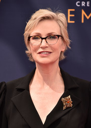 Jane Lynch attended the 2018 Creative Arts Emmy Awards wearing her signature short side-parted style.