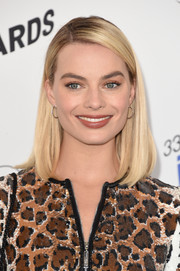 Margot Robbie framed her face with a mid-length bob for the 2018 Film Independent Spirit Awards.