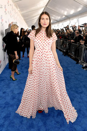 Dree Hemingway looked adorable in a white and red polka-dot gown by Prada at the 2018 Film Independent Spirit Awards.