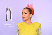 Rita Ora rocked a multicolored messy bun at the 2018 Fragrance Foundation Awards.