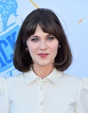 Zooey Deschanel looked oh-so-cute with her perfect bob at the 2018 Bring Back the Beach Awards Gala.