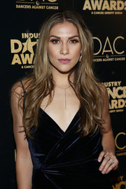 Allison Holker attended the 2018 Industry Dance Awards wearing a feathery, center-parted hairstyle.