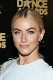Julianne Hough sported a sleek center-parted ponytail at the 2018 Industry Dance Awards.
