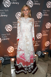 Tory Burch attended the 2018 Library Lions Gala wearing an embroidered gown with a colorful hem.