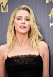Lili Reinhart sported an edgy layered cut at the 2018 MTV Movie & TV Awards.