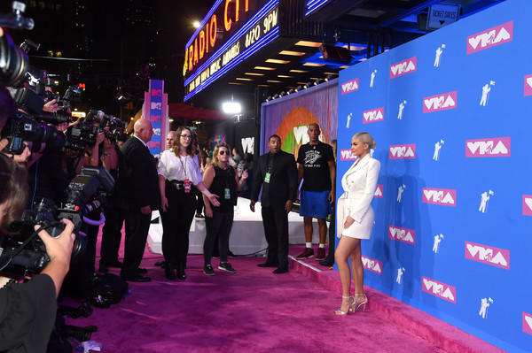 More Pics of Kylie Jenner Evening Sandals (1 of 18) - Kylie Jenner Lookbook - StyleBistro [red carpet,event,carpet,flooring,premiere,fun,magenta,crowd,arrivals,kylie jenner,mtv video music awards,new york city,radio city music hall]