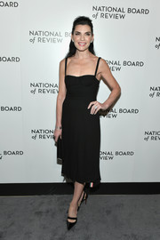 Julianna Margulies complemented her LBD with a pair of Christian Louboutin slingback pumps.
