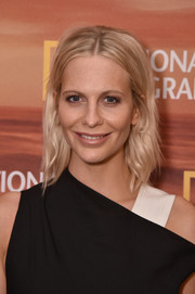 Poppy Delevingne wore her hair in mildly messy layers at the 2018 National Geographic Upfront.