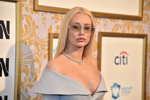 Iggy Azalea's diamond collar necklace was the perfect finishing touch to her off-the-shoulder dress!