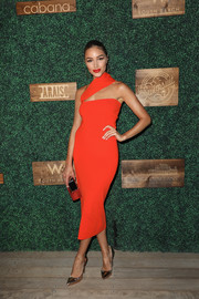 Olivia Culpo showed off her slim physique in a fitted scarlet one-shoulder dress at the 2018 Sports Illustrated Swimsuit show.