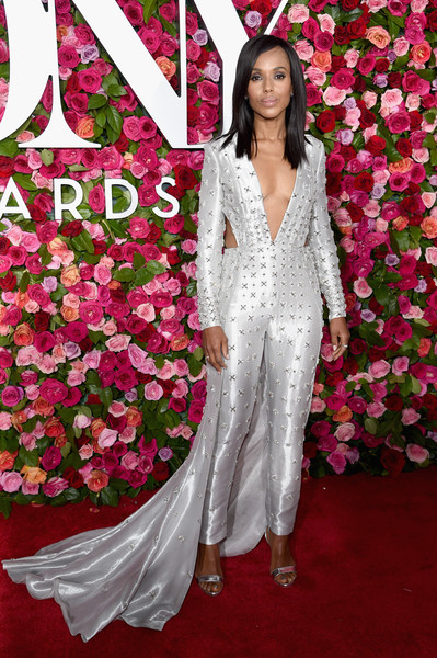 Kerry Washington kept the shine going with a pair of silver Giuseppe Zanotti sandals.