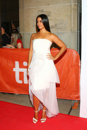 Camila Alves complemented her dress with a pair of strappy sandals by Loriblu.