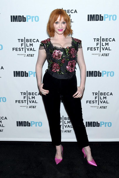 Christina Hendricks completed her ensemble with pink satin pumps.