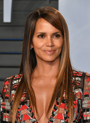Halle Berry showed off a perfectly sleek hairstyle at the 2018 Vanity Fair Oscar party.