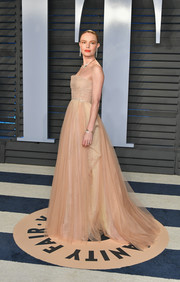 Kate Bosworth attended the 2018 Vanity Fair Oscar party looking like a princess in a strapless beige ball gown by Dior Couture.