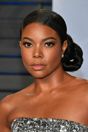 Gabrielle Union attended the 2018 Vanity Fair Oscar party wearing her hair in a twisted side bun.