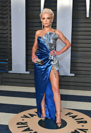 Halsey looked quite the showgirl in a sculptural strapless Galia Lahav Couture gown in two shades of blue at the 2018 Vanity Fair Oscar party.