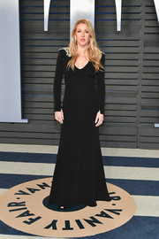Ellie Goulding kept it simple yet elegant in a black Jenny Packham gown with embellished shoulders at the 2018 Vanity Fair Oscar party.