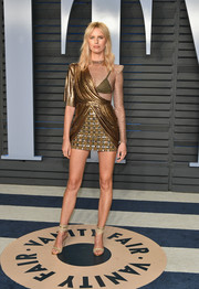 Karolina Kurkova looked quite the glamazon in a mixed-media gold mini dress by Balmain at the 2018 Vanity Fair Oscar party.