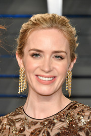 Emily Blunt accessorized with a pair of gemstone chandelier earrings by Chopard at the 2018 Vanity Fair Oscar party.