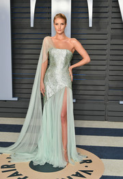 Rosie Huntington-Whiteley channeled her inner pageant queen in a flowing mint-green one-shoulder gown by Ralph & Russo Couture at the 2018 Vanity Fair Oscar party.
