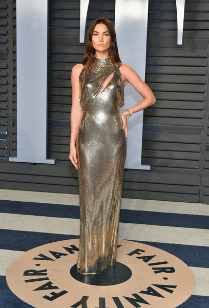 Lily Aldridge's supermodel figure stole the spotlight in a clingy gold chainmail dress by Versace at the 2018 Vanity Fair Oscar party.