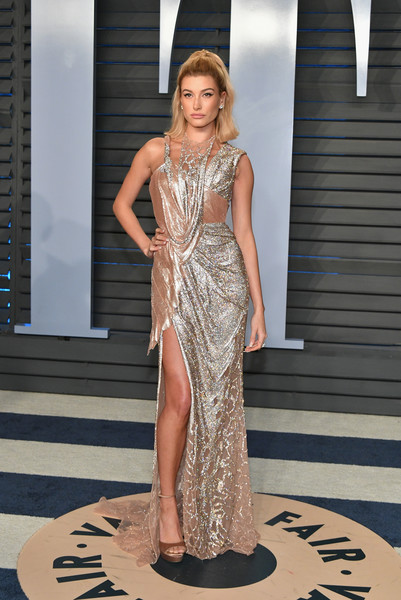 In Atelier Versace At The Vanity Fair Oscar Party, 2018