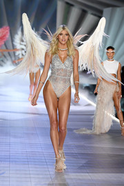Devon Windsor was a very sultry angel in a silver lace bodysuit at the 2018 Victoria's Secret show.