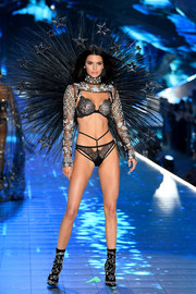 Kendall Jenner showed off her perfect figure in strappy lace lingerie at the 2018 Victoria's Secret show.