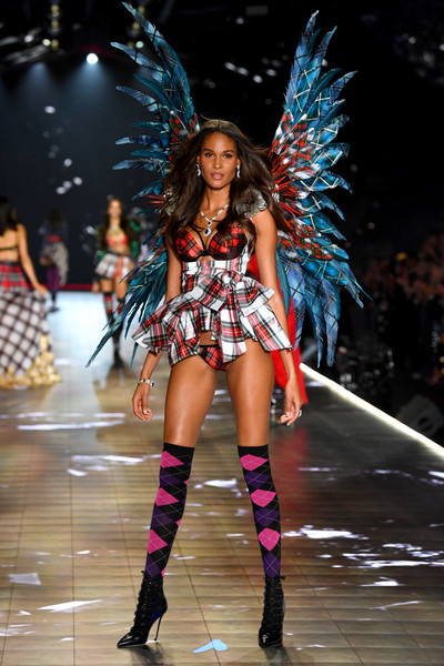 For her footwear, Cindy Bruna donned a pair of black lace-up boots.