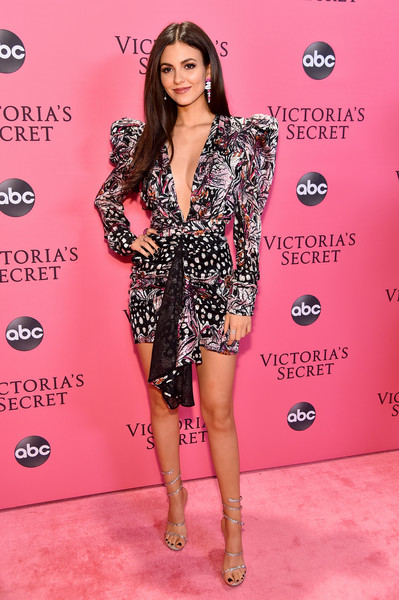 Victoria Justice was '80s-chic in a bold-shouldered, puff-sleeved print dress by Dundas at the 2018 Victoria's Secret fashion show.
